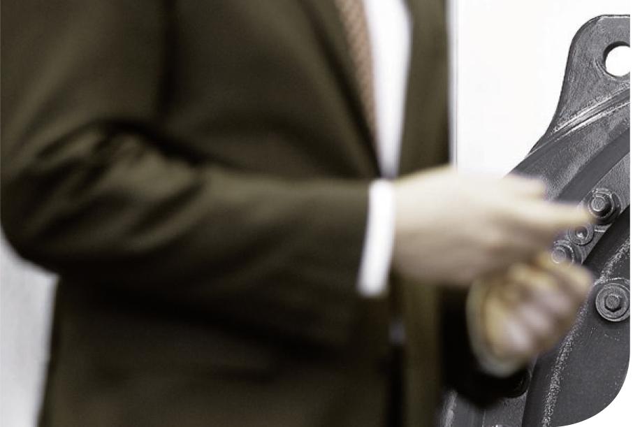 Oberkörper von Mann im Anzug